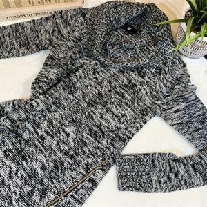 Iz Byer Grey sweater, like new!! Size large.